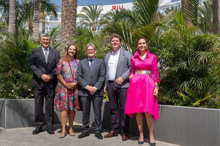A la inauguración acudieron numerosas personalidades de RIU y los medios de la zona