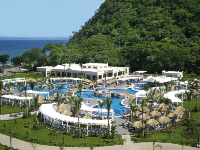 This weekend the Riu Guanacaste hotel celebrated its 10-year anniversary.