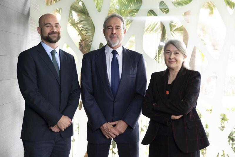 Carmen y Luis Riu, CEOs de RIU Hotels & Resorts, con Joan Trian, miembro del Consejo Supervisor de TUI