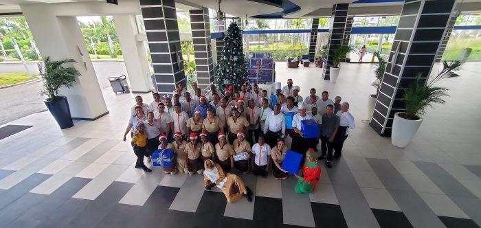 Todos los empleados de Punta Cana se han reunido por Navidad en el Riu Republica.