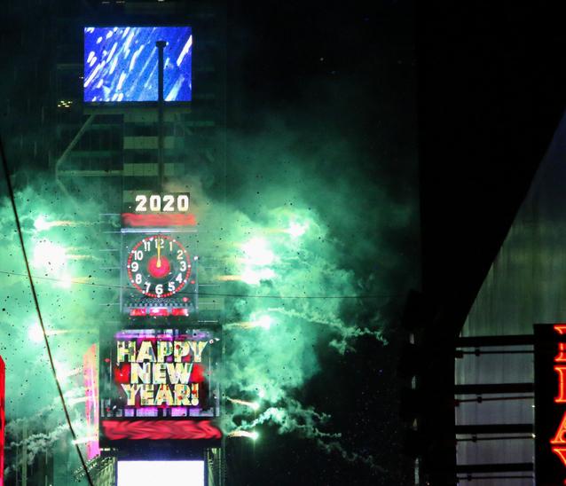 Feiern Sie Silvester im Konfettiregen des Times Square