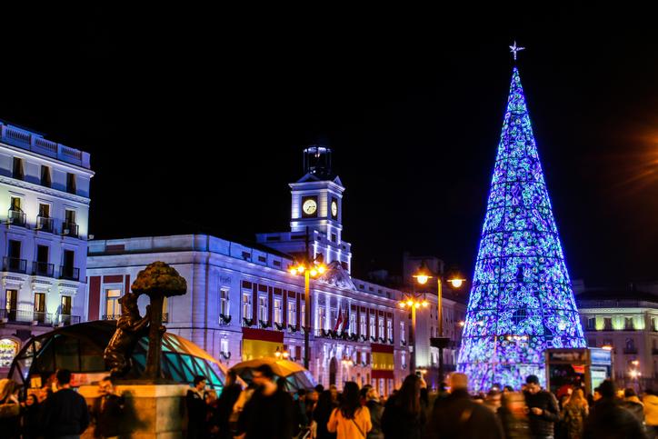 Essen Sie die Weintrauben an der Puerta de Sol in Madrid mit RIU