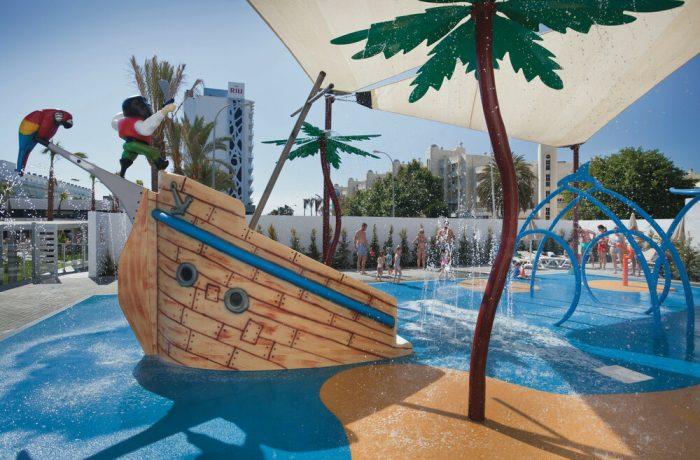 El hotel Riu Costa del Sol cuenta con un splash donde los más pequeños disfrutarán en los meses de calor