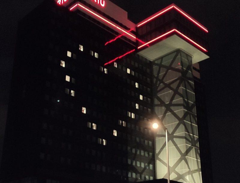 Luis Riu hat sich an der Idee beteiligt, die RIU-Hotels, wie das in Berlin, mit positiven Botschaften gegen das Coronavirus zu beleuchten