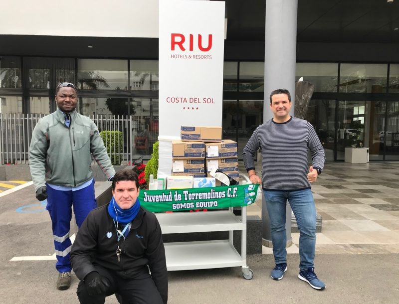 Donation of disinfectants and supplies by the staff of the Riu Costa del Sol hotel in Torremolinos