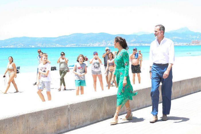 Spaziergang der spanischen Könige am Strand Playa de Palma im Juni 2020