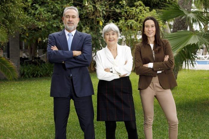 Drei Mitglieder der Familie Riu: Carmen und Luis Riu, die Eigentümer, und Naomi Riu, die nächste Generation