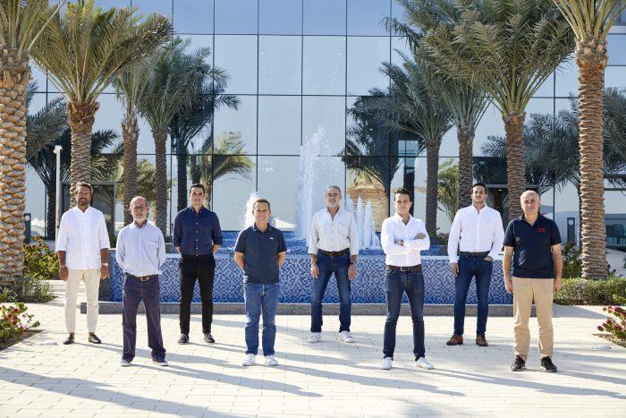 Luis Riu, con su equipo de Operaciones en el nuevo Hotel Riu Dubai