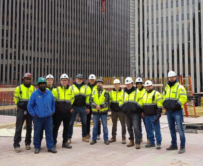 Luis Riu y su equipo ante la obra de remodelación del futuro Riu Plaza Manhattan Times Square, que abrirá en 2021 en Nueva York