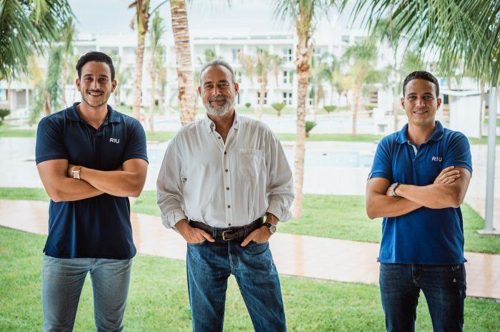 Dos generaciones de RIU: Luis Riu Güell y sus hijos, Roberto y Luis Riu Rodríguez