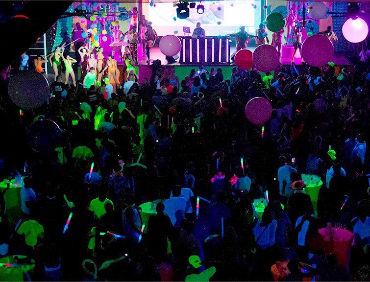 Ambiente de diversión en la Riu Get Together Party en el Hotel Riu Tequila, en México