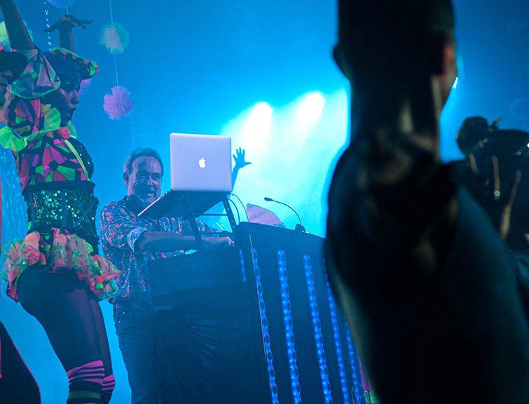 Luis Riu als DJ auf der Riu Get Together Party in Mexiko