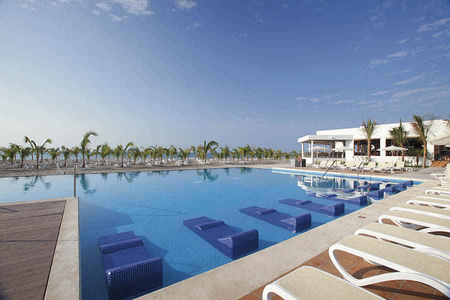Hotel Riu Playa Blanca - Outdoor pool