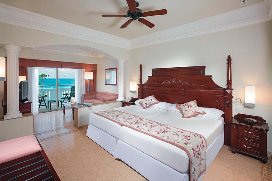 En Suite Bathrooms At The Cancun Resort In Las Vegas: More Search Options