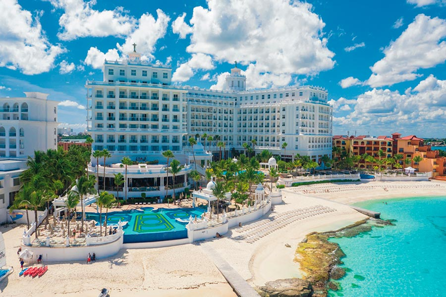 Hotel Riu Palace Las Americas - Outdoor pool