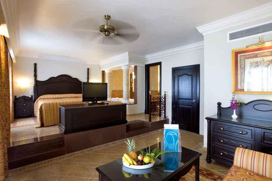 Hotel riu montego bay all inclusive hotel mahoe bay for Habitacion familiar hotel riu vallarta