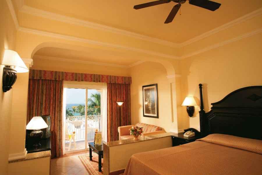 Hotel riu palace punta cana all inclusive hotel punta cana for Habitacion familiar hotel riu vallarta