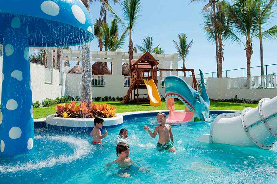Hotel Riu Emerald Bay - Outdoor pool