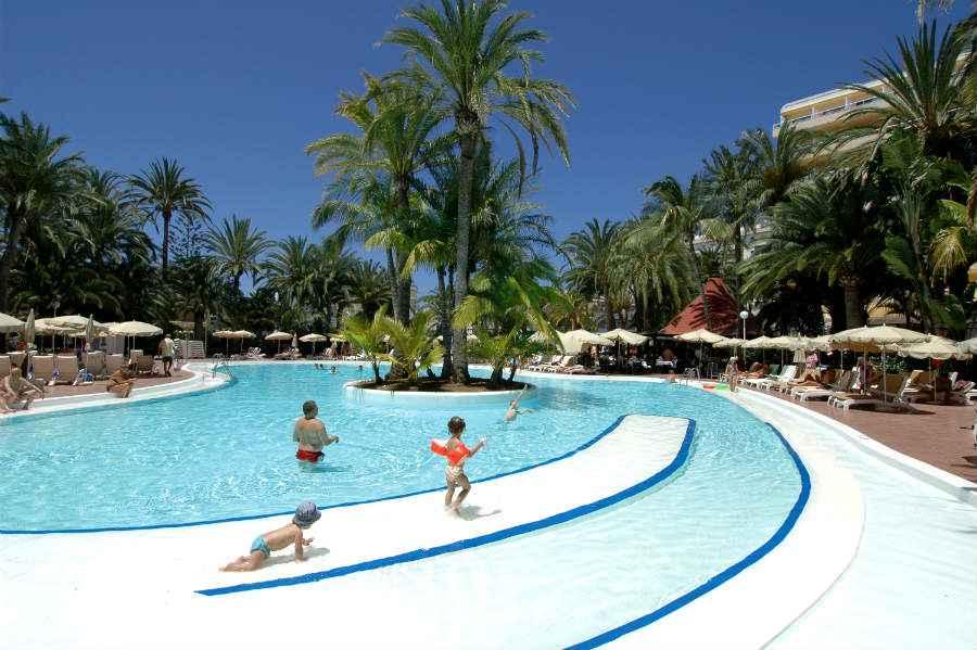 Hotel riu palmeras bung riu palmitos hotel playa del ingl s for Piscina en ingles