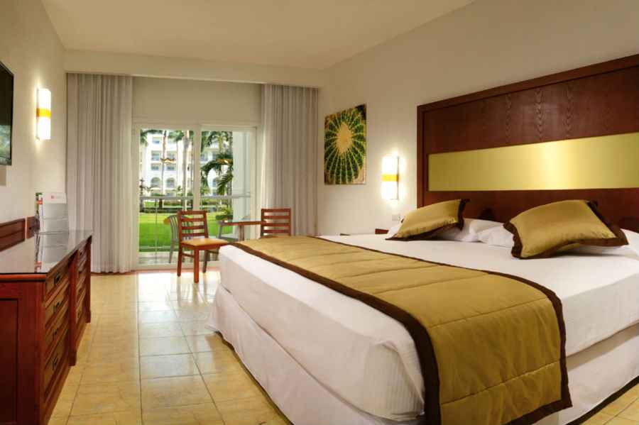 Clubhotel riu jalisco hotel puerto vallarta familiar for Habitacion familiar riu bambu