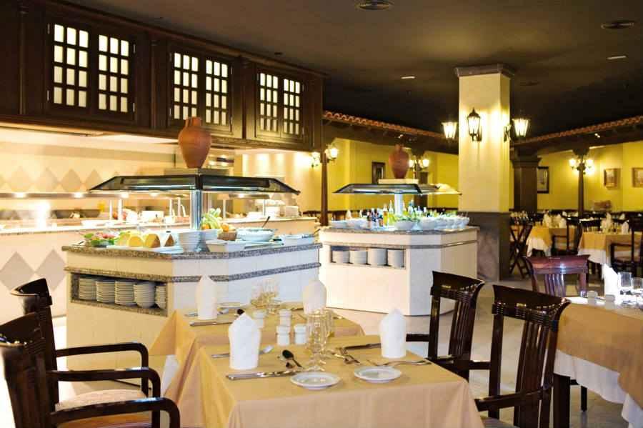 Clubhotel riu paraiso lanzarote resort hotel playa de for Habitacion familiar riu playa blanca