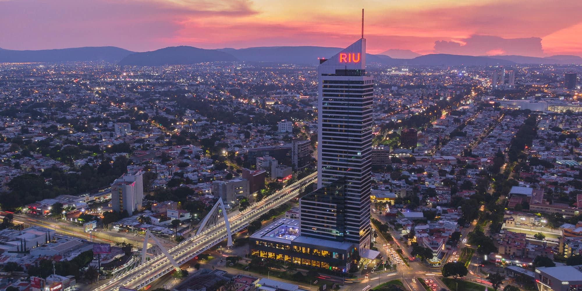 Este rascacielos se encuentra en la capital de Jalisco.