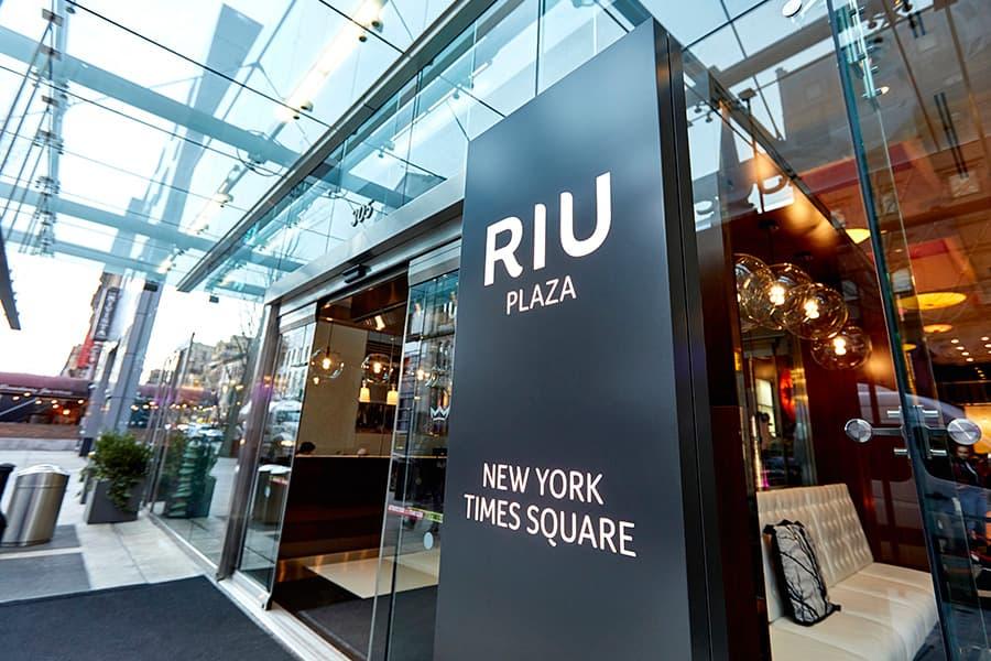 Mini Kühlschrank Rockstar : Hotel riu plaza new york times square riu hotels & resorts