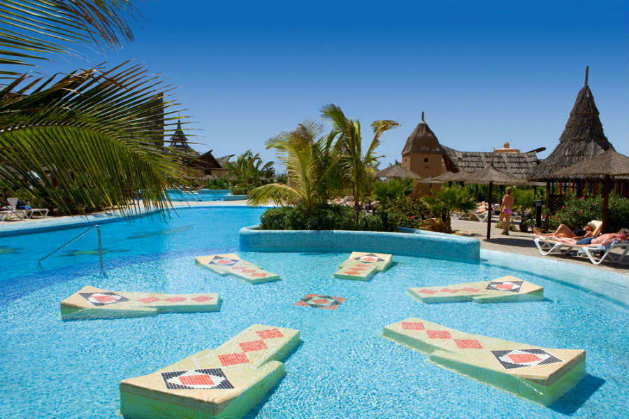 asian singles in playas A playa del carmen massage is both healthy and rejuvenating imagine a beach massage in playa del carmen with your  couldn't be determined by a single.